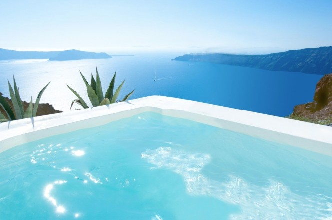 satorini-grace-corner-pool-with-ocean-view-665x442